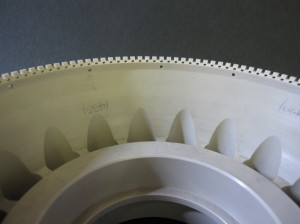 精密樹脂切削加工、半用マシニングによる加工:金メッキ微細パターン用(材質:PEEK)